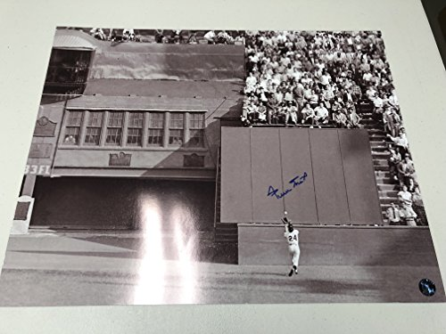 Willie Mays Autographed Signed San Francisco Giants THE CATCH 16x20 Photo MAYS Say Hey Hologram - Willie Mays Autographed Photo