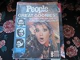 People Weekly (CYNDI LAUPER , Warren beatty , Morgan Fairchild , Elton John ...GREAT GOONIES !, July 1, 1985)