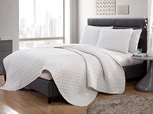 Luxurious Geometric Pattern Quilt Set by VC New York ()