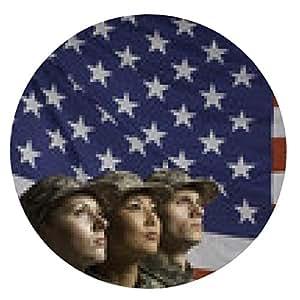 alfombrilla de ratón Tres jóvenes personal militar en frente de la bandera, vertical - ronda - 20cm