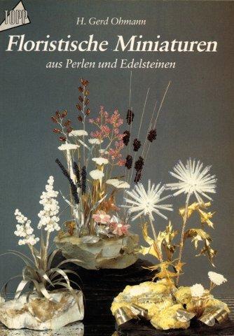 Floristische Miniaturen aus Perlen und Edelsteinen.