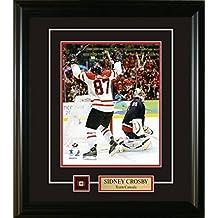 Frameworth Sidney Crosby-8x10 Pin and Plate Team Canada 2010 Arms Raised