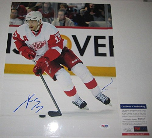 Datsyuk Signed Detroit Red Wings - Autographed Pavel Datsyuk Signed Detroit Red Wings 11x14 Photo - PSA/DNA Certified