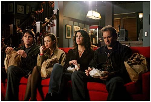 Alexis Bledel As Rory Gilmore Sitting On Red Couch With Lauren Graham As Lorelai Gilmore Eating And Watching A Movie 8 X 10 Photo At Amazon S Entertainment Collectibles Store