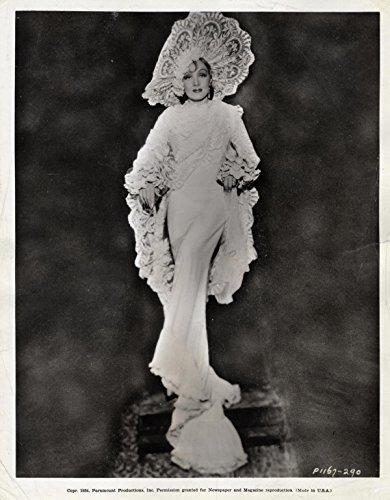 - MARLENE DIETRICH (1934) Vtg pre-release costume publicity 8x10 as Concha Perez