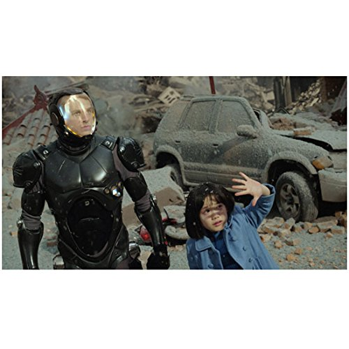 Pacific Rim (2013) 8x10 Photo Charlie Hunnam in Black Armor & Little Girl in Blue kn -