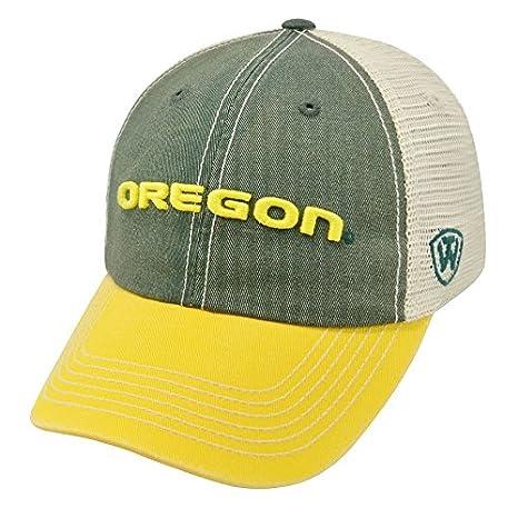 96304ea149e Amazon.com   Oregon Ducks Hat Adjustable Trucker Style   Sports ...