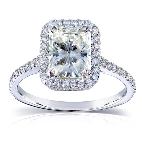 Engagement Rings Kuwait: Near-Colorless (F-G) Moissanite Engagement Ring With