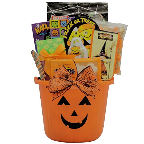 GreatArrivals Spooky Sweets and Treats Halloween Gift Basket, 3 Pound