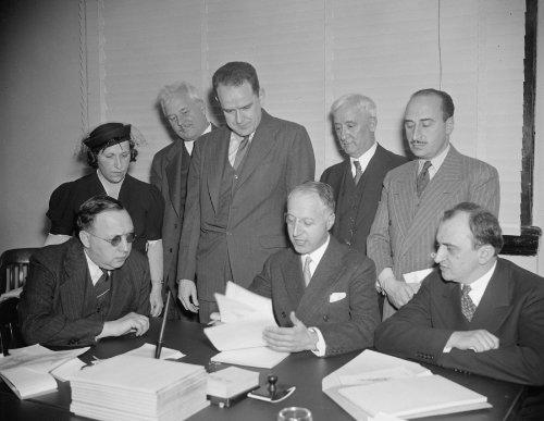 1937 Photo Housing Experts Confer With U S  Director  Washington  D C   Nov  B7