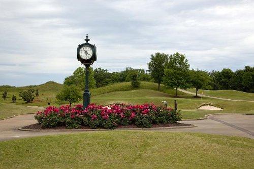 HistoricalFindings Photo: Robert Trent Jones Capitol Hill Golf Course,Prattville,Alabama,Clock,May 2010 ()