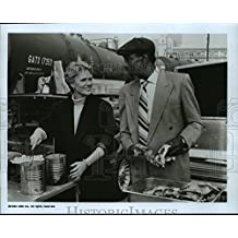 1990 Press Photo Sharon Gless and Bill Cobbs in The Trials of Rosie O'Neill.