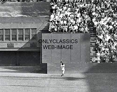 OnlyClassics Polo Grounds New York Giants Baseball Player Willie MAYS The Catch 11X14 Poster