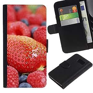 LASTONE PHONE CASE / Lujo Billetera de Cuero Caso del tirón Titular de la tarjeta Flip Carcasa Funda para Samsung Galaxy S6 SM-G920 / Fruit Macro Strawberry Blueberry