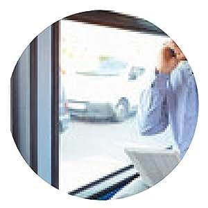 alfombrilla de ratón El hombre de negocios utilizando teléfono móvil y tableta digital en autobús - ronda - 20cm