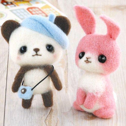 ベレー帽とカメラでおめかしパンダとピンクのウサギの手作りキット スターターセット(針・マット)付き