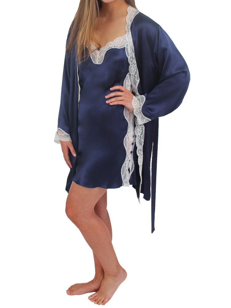 SHORT ROBE WITH LACE DETAIL