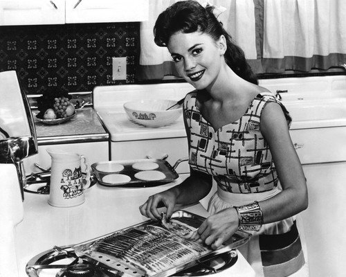 Natalie Wood 1950's candid cooking bacon & pancakes breakfast at home 8x10 Promotional Photo (Best Breakfast At Home)