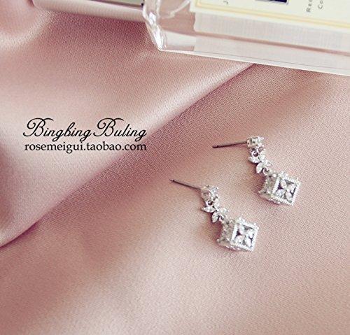s925 needles luxurious Diamond Micro Pave zircon small four-leaf flower earrings box hypoallergenic earrings earrings Korea