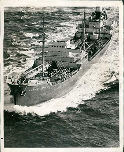 Vintage Photos 1939 Press Photo Ship WW2 Era Seagirt NJ Esso Baytown Oil Tanker Cavalier 8x10 ()