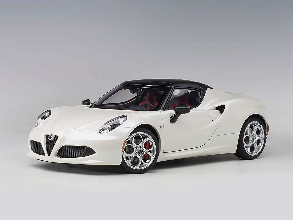 Alfa Romeo 4C Spider Bianco Trofeo/White with Black Top 1/18 Model Car by Autoart 70141