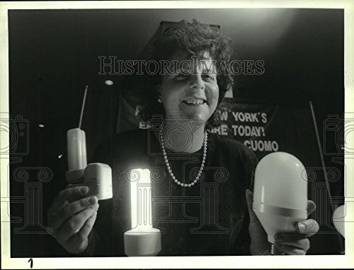 1993 Press Photo Lene Hausgarrd displays compact fluorescent light bulbs, - Malls Albany In