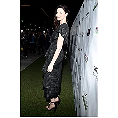 Caitriona Balfe 8 inch x10 inch PHOTOGRAPH Now You See Me Outlander Escape Plan Standing on Grass Side View Pose 1 kn