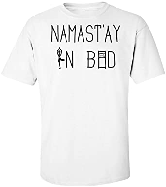 Namastay In Bed Yoga Artwork Camiseta para Hombre: Amazon.es ...