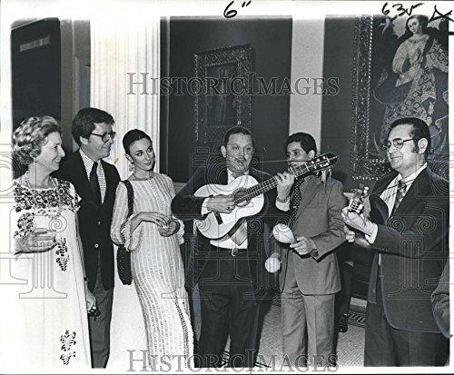 Vintage Photos 1975 Press Photo Pre-Columbian Art Exhibit at Orleans Museum Art - 8.25 x 10 in. - Historic Images