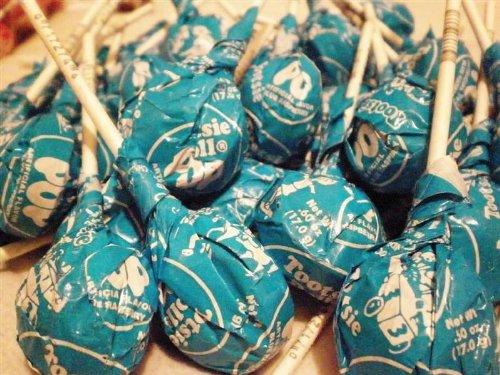 Tootsie Pops Blue Raspberry 60 pops]()