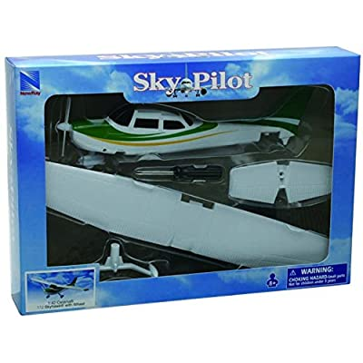 NewRay 1:42 Cessna 172 Skyhawk with Wheel Diecast Aircraft,,: Toys & Games