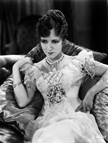 Un Portrait De Helen Hayes Portant Une Impression Photo Robe De Soirée (24 X 30)