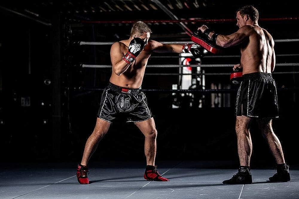 Gorilla Wear Murdo Muay Thai//Kickboxing Shorts Bodybuilding und Fitness Bekleidung f/ür Herren