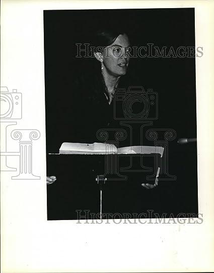 amazon com 1983 press photo ingrid wendt teaches poetry during 1