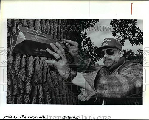 1992 Press Photo David Thompson Centers Lure In A Gypsy Moth Trap - orb15718 - Gypsy Moth Lure