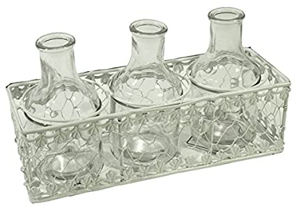 Cesta de metal color blanco con 3 botellas de cristal transparente