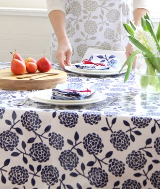 Dandi 8 Seater Oilcloth Tablecloth, Hydrangea Navy by Dandi (Image #2)
