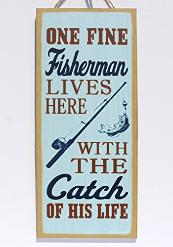 Meijiafei One Fine Fisherman Lives Here with The Catch of His Life (fishing Rod & Fish Image) Lake Gift Plaques Signs 5