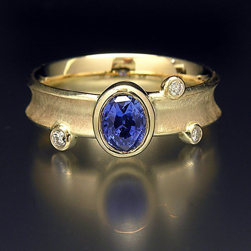 (14K Solid Gold Ring with Ceylon Sapphire and 3 diamonds)