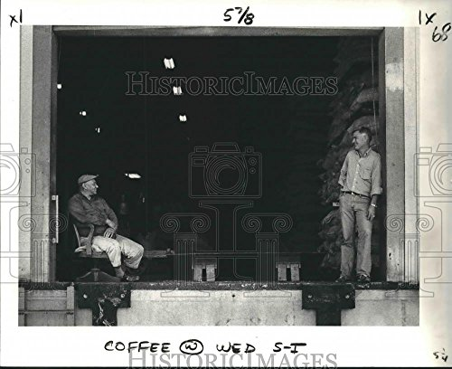 Vintage Photos 1979 Press Photo Coffee Workers at Kentucky Warehouse on Dauphine Street - 8 x 10 in. - Historic - Dauphine Press