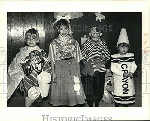 (1988 Press Photo Halloween Coloring Contest Winners at Buccaneer Villa)