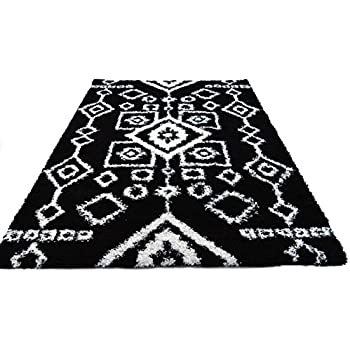 super area rugs 5x7 aztec black white shag rug for open spaces and living rooms. Black Bedroom Furniture Sets. Home Design Ideas