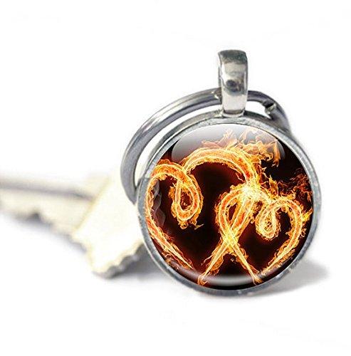 Llavero con diseño de corazones y llama de fuego con llavero ...