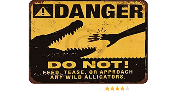 """Warning Do Not Feed the Alligators 9/"""" x 6/"""" Wood Sign"""