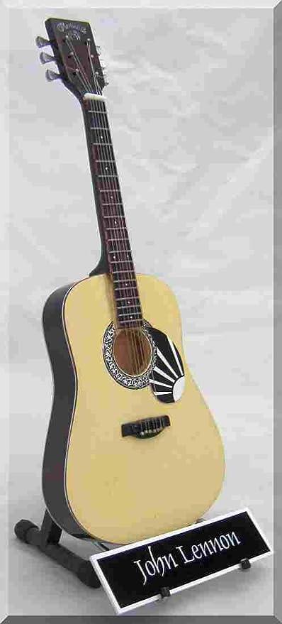 JOHN LENNON - Guitarra en miniatura con etiqueta de nombre: Amazon ...