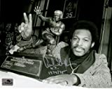 """Archie Griffin Autographed Ohio State Buckeyes (Heisman Trophy BW) 8x10 Photo w/ """"H.T. 1974/75"""""""