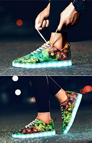 Honeystore Unisex LED Schuhe mit USB Sportschuhe 7 Farben Leuchten Sneakers für Weihnachten Halloween Geschenk Jungen Mädchen LED Paar Turnschuhe Grün und Orange