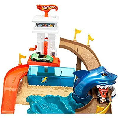 Hot Wheels Color Shifters Sharkport Showdown [ Exclusive]: Toys & Games