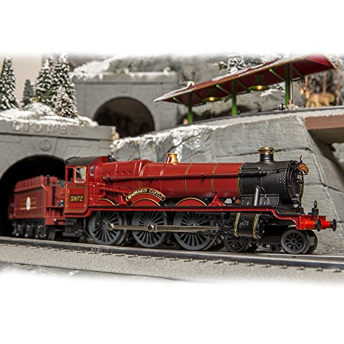 Lionel Harry Potter Hogwarts Express LionChief Ready to Run Train with Bluetooth