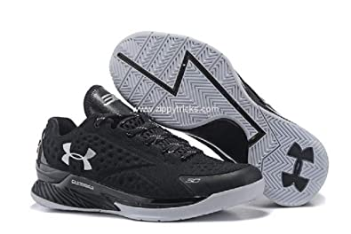 d64b04b757c3 Under Armour Curry Low Men s Basketball Shoe (8 B(M)